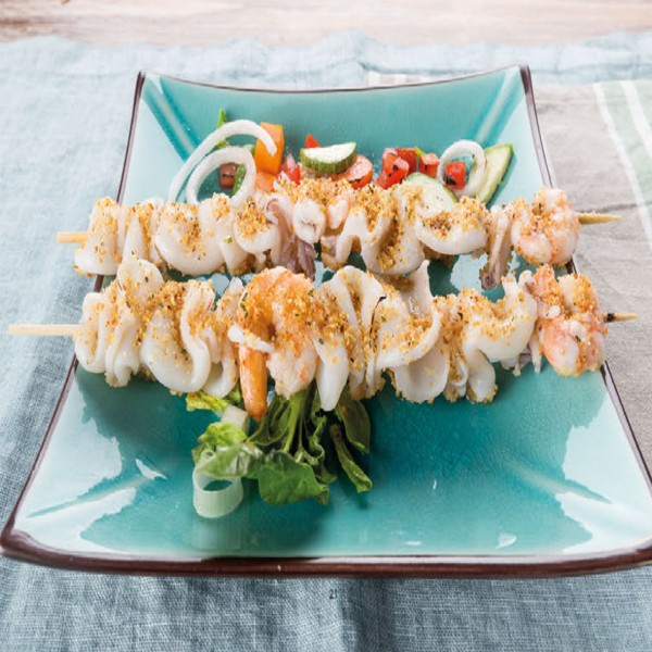 Brochettes de calamars et crevettes grillées